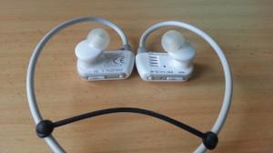 Die Bedienelemente des 273. Auf der linken Seite die Wippe für laut/leise und der Knopf für Shuffle. Auf der rechten Seite play/stop und die Wippe für vor/zurück.