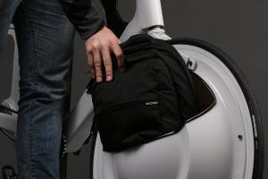 Rein mit dem Gepäck  (Bild: © David Hotard)
