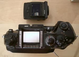 So müssen Bedienelemente aussehen. Nikon F4s von oben mit abgenommenen Sucher.