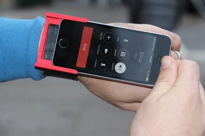 iPhone als Smartwatch? Kein Problem mit dem Smartlet, wenn man damit keine Probleme hat. (Bild: kickstarter/ © Denos Ventures )