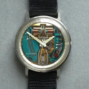 So sehen schöne Uhren aus. Eine Bulova Accutron Space View mit Stimmgabel-Taktgeber (Bild: wikipedia /Tmtriumph)