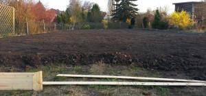 Schon ne Menge Mutterboden auf dem Gelände. Reicht aber noch nicht. (Bild: © miy.de)