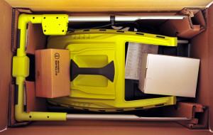 Jack in the Box - ein jungfräulicher Rasenmäher in der Kiste. Wird wohl erstmal auch jungfräulich bleiben. (Bild: © O.Thiele)