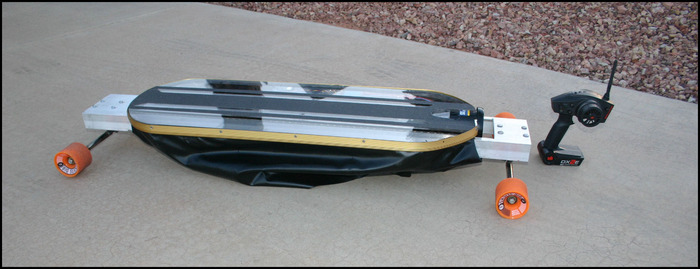 Kein Hoverboard, fliegt aber doch so in etwa. Der HoverSkater  (Bild: kickstarter/ © Jim Pitts)