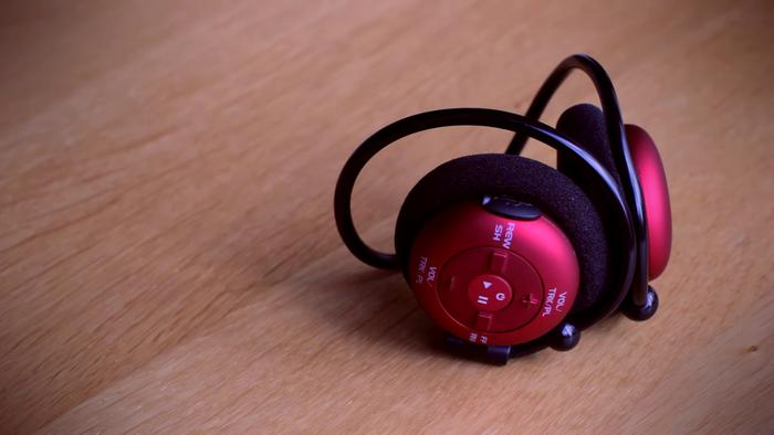 Sportliche Kopfhörer/MP3-Player-Kombination. Das VR2 von FX-SPORT (Bild: kickstarter/© FX-SPORT)