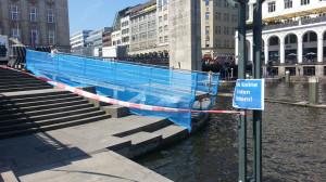 chlechte Zeiten für langsame Schwimmer - Enten füttern verboten (Bild: © O. Thiele)