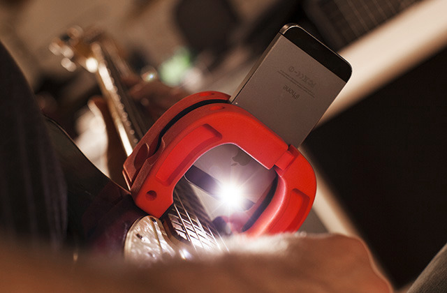 Kamerahalter für die Gitarre - The Magnet (Bild: kickstarter/©Troy Grady )