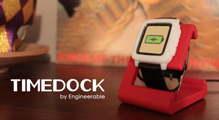Der richtige Platz für die hungrige Pebble Time - Timedock (Bild: kickstarter /© Daniel Bauen + Microfacturing)