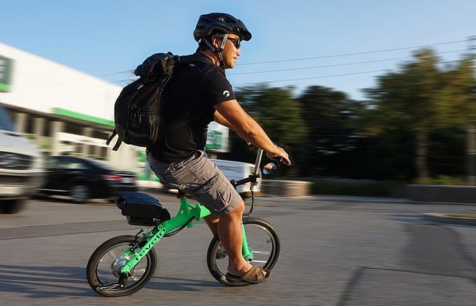 Pedale am Voderrad? Ist auch mal ein Versuch wert - das Flex eBike (Bild: kickstarter/© Revelo Electric)