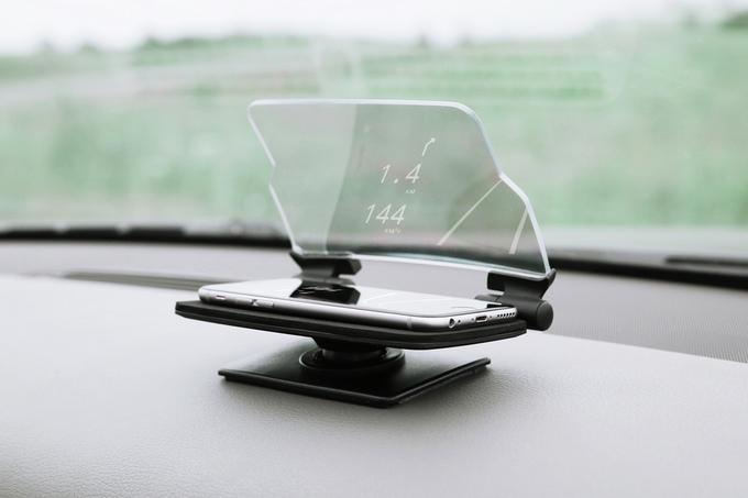 Nur Schale, Scheibe und Smartphone - HUDWAY Glass Head-Up-Display (Bild: kickstarter/© hudwayglass.com)