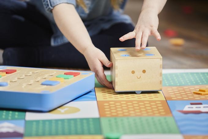Spielerisch sich mit dem Programmieren anfreunden - Cubetto (Bild: kickstarter/© primotoys.com)