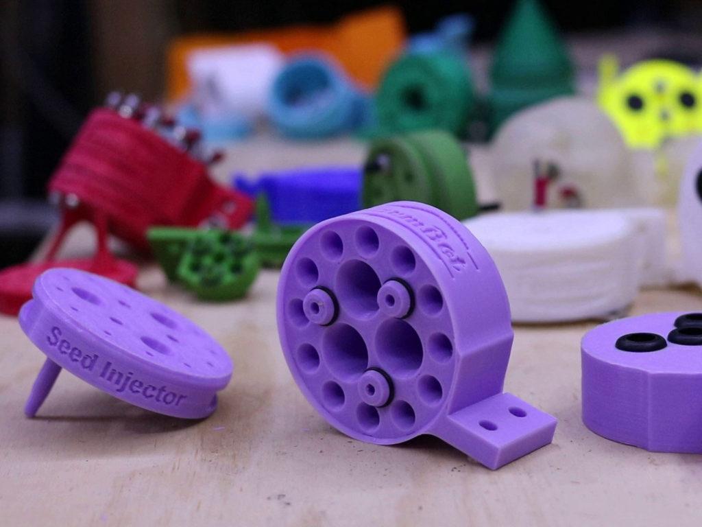 Wer will, kann sich alle Teile auch selber drucken und fräsen  (Bild: FarmBot Inc.)