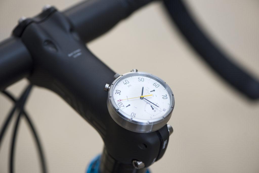 Das hat stil - analoge Smartwatch als Fahrradcomputer, die Moskito (Bild: © moskitowatch.com)